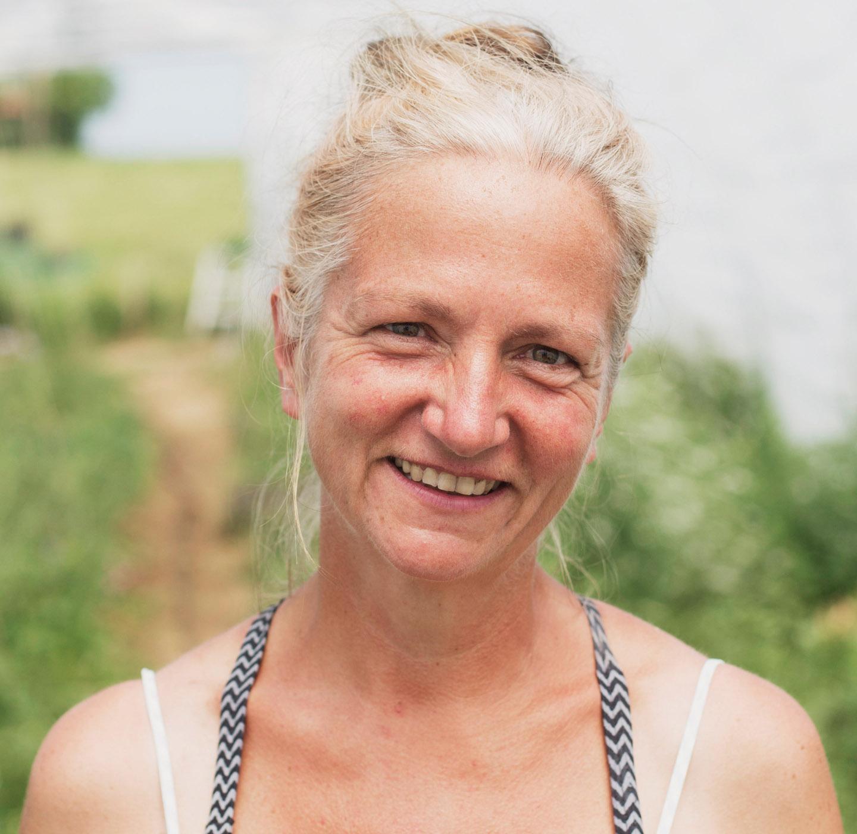 Solidarische Landwirtschaft Chiemgau | Die Projektinitiatorin und Eigentümerin Kristine Rühl mit Tochter Lilli